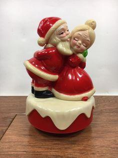 Vintage 1973 Musical Santa & Mrs Claus Jingle Bells Rotating Music Box Hong Kong