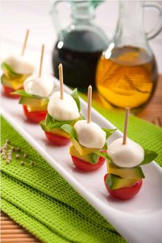 oooh - next time I make my caprese bites, I'm adding avocado! Caprese Bites // Avocado, Mozzarella and Tomato Gourmet Recipes, Appetizer Recipes, Cooking Recipes, Tomato Appetizers, Party Appetizers, Fingers Food, Avocados From Mexico, Healthy Snacks, Healthy Recipes