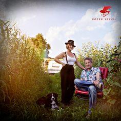 Sängerin Lee'Oh und Musikproduzent Goar B auf dem Roten Sessel. Lee, Couple Photos, Couples, Armchair, Music, Couple Shots, Couple Pics, Couple Photography, Romantic Couples