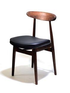 Krzesło vintage projektu Rajmunda Hałasa. Krzesło wykonane jest z bukowego…
