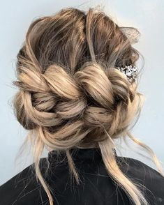 One of my FAVORITE ways to us a PULL THROUGH BRAID...horizontally in an UPDO! look created by @brittanyatboss @brittanyatboss
