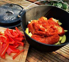 Das Pulled Chicken ist über einen längeren Zeitraum schonend gegartes Hühnchenfleisch, das fast von alleine zerfällt und schön saftig bleibt. Lecker!