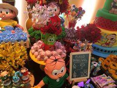 Flores e docinhos compuseram a decoração da festa com o tema Turma da Mônica. A decoração foi assinada pela Thanks - Grife de Festas