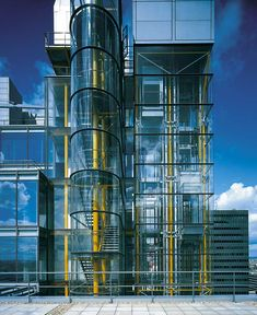 Richard Rogers Architecture Design, British Architecture, Container Architecture, Garden Architecture, Facade Design, Structural Expressionism, Richard Rogers, Glass Lift, Stair Detail