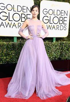 Hailee Steinfeld wears Vera Wang dress at the Golden Globes.