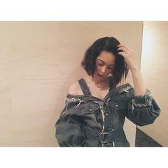 "Tina Tamashiro 玉城ティナ on Instagram: ""#サクラダリセット後編 初日舞台挨拶無事終了〜! 衣装は #christiandada  前編、後編共に観てください♡ @lilo0906 @yusukearimoto"""