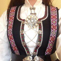 Bilderesultat for etnebunad Folk Costume, Costumes, Norway, Inspiration, Jewelry, Fashion, Biblical Inspiration, Moda, Jewlery