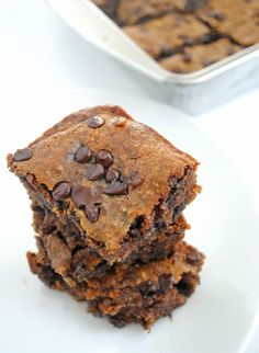 vegan & gluten-free, these Chocolate Chips Almond Butter Bars are perfect!
