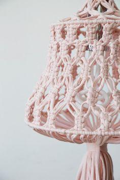#Iluminación #original con #lámparas hechas a #mano de #macramé. #iluminación