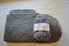 Det er ikkje mykje eg strikkar. Ikkje fordi eg ikkje kan det eller ikkje likar det, men fordi armane mine ikkje likar det. Så skal eg strik. Knitting Projects, Knitting Patterns, Sewing Projects, Hooded Scarf Pattern, Knit Crochet, Crochet Hats, Stay Warm, Kids And Parenting, Knitted Hats