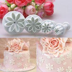 Plum Flowers, Sugar Flowers, Cake Decorating Tools, Cookie Decorating, Bolo Fondant, Sunflower Cookies, Christmas Cake Decorations, Fondant Flowers, Sugar Paste
