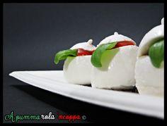 I bocconcini di mozzarella ripieni sono un piatto fresco, veloce e goloso che si prepara facilmente. Minimo sforzo, massimo risultato!