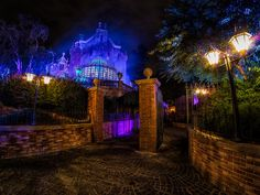 Halloween at the Haunted Mansion - lots of fog during the party!