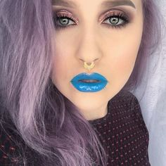 The whole glossy look from a couple of days ago ☺️ Eye make up details in previous post. On my lips I have @limecrimemakeup cry baby and a splotch of @jnbeauty lipgloss girl stuff . #mua #muashootingstar #makeupartist #toofaced #limecrime #lavenderhair