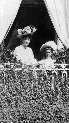 Empress Alexandra Feodorovna with GD Maria on the balcony of the Ropsha Palace, 1908. #Russian #history #Romanov
