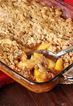 Fresh Peach Crisp - So easy to make with just a few simple ingredients. It's perfect for enjoying those fresh summer peaches! Best Dessert Recipes, Fruit Recipes, Sweet Recipes, Delicious Desserts, Cooking Recipes, Yummy Food, Fresh Peach Recipes, Fresh Peach Crisp, Peach Blueberry Crisp
