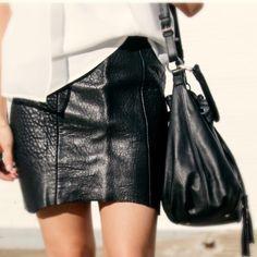 Leather & Leather #minimalism #minskatdana #bucketbag #blackleather #danishdesign #fashionblogger@thefashannmonster