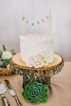 small wedding cake, succulent wedding cake, wooden cake stand, rustic wedding, rustic wedding cake // Events by Satra // Daisy Rose Floral Design // Carmen Holt Photography