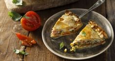 Tomato and corn pie by Greek chef Akis Petretzikis. A fabulous pie made with corn, tomatoes, cheddar and chives in a homemade pie dough that is sure to impress! Cantaloupe Recipes, Radish Recipes, Cheddarwurst Recipe, Corn Pie, Frangipane Recipes, Spagetti Recipe, Szechuan Recipes
