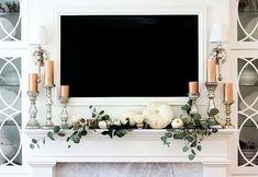 Beautiful farmhouse mantel and fireplace fall decor for the Autumn season!Unusual Fall Home Decor Ideas For Mantel 17