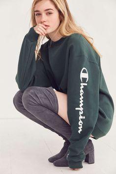 Champion + UO Powerblend Crew-Neck Sweatshirt - Urban Outfitters