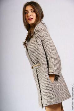 Купить или заказать Пальто СИЛЬВЕР в интернет-магазине на Ярмарке Мастеров. Стильное тёплое пальтишко связано из мягкой объёмной пряжи с добавлением шерсти альпаки. Рукава 3/4, длинна 80 см. Широкий воротник - очень удачное решение для тёплой осенней вещи. Длинну и цвет можно изменить по вашему желанию.