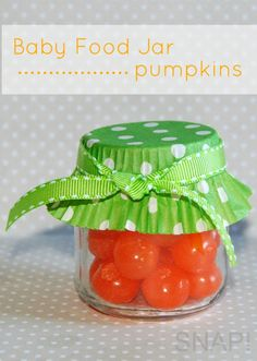Cupcake wrapper on baby food jar makes a wonderful treat for any occasion Halloween Crafts For Kids, Baby Halloween, Holiday Crafts, Holiday Fun, Crafts To Make, Fun Crafts, Baby Jars, Baby Food Jars, First Birthday Parties