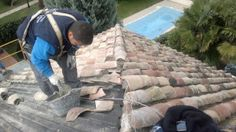 Empresa de reparacion de tejados y terrazas, arreglos de goteras y filtraciones y colocacion de tejas mixtas, curva y  plana en Madrid. Tu empresa de tejados en Madrid. www.reparacionesdetejados.com