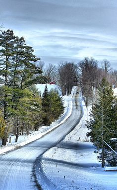 Country Landscape by Deborah Benoit Country road in winter (Vermont) by Deborah Benoit❄️ Winter Szenen, Winter Road, Vermont Winter, Winter Walk, Road Trip Usa, Country Landscaping, Inexpensive Landscaping, Snow Scenes, Winter Landscape