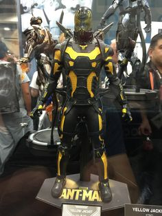 sideshow-collectibles-action-figure-and-statue-photos-from-comic-con9