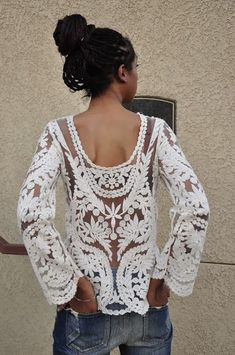 Please welcome another lace post. Today I want to draw your attention to women's lace tops that are in style this 2018 year. This top is a real must have for Looks Street Style, Looks Style, Style Me, Boho Mode, Mode Hippie, Hippie Style, Tops A Crochet, Crochet Style, Crochet Shoes