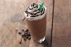 Aprenda a preparar frappuccino de chocolate do Starbucks com esta excelente e fácil receita. No TudoReceitas.com ensinamos você a preparar o frappuccino de chocolate...