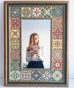 Mirror Mosaic, Mirror Tiles, Mosaic Art, Mirrors, Mirror Painting, Ceramic Painting, Mandala Art, Diy Projects Apartment, Spiegel Design