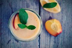 Peach, mint, lemon detox smoothie Lemon Detox, Detox Recipes, Panna Cotta, Peach, Mint, Fruit, Ethnic Recipes, Smoothie, Desserts