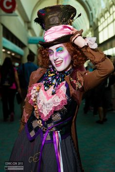 Mad Hatter Cosplay from San Diego Comic Con 2015 Mad Hatter Cosplay, Mad Hatter Costumes, Mad Hatter Party, Disney Cosplay, Alice Cosplay, Cosplay Dress, Cosplay Outfits, Maleficent Costume Kids, Disney Halloween Costumes