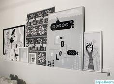 ribba van ikea  schilderijenplanken !!!   kunst aan de muur zonder spijkers  voor 9.99 euro  ( 115 cm )