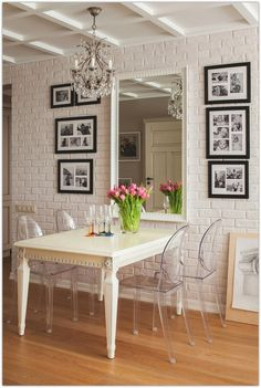 If you need some ideas take a look at the collection below and give your bare walls a makeover with these 16 easy wall decoration ideas.