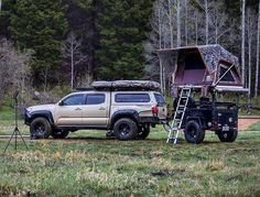 Freespirit's line up of Jeep roof top tents keeps you high and dry for any camping or hunting trips. Expedition Trailer, Overland Trailer, Off Road Camping, Truck Camping, Camping Stuff, Camping Meals, Jeep Wrangler Rubicon, Top Tents, Roof Top Tent