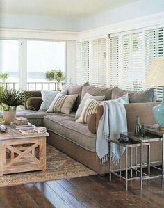 Gorgeous coastal living room decorating ideas (15)