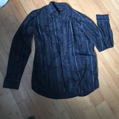 Men's Helix Button Down with detail Detailed & like new. Casual or dress Helix Tops Button Down Shirts