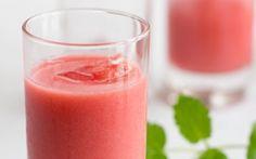 Citronkrydret jordbærsmoothie - En frisk og syret smoothie med jordbær, akaciehonning og cremet ylette.