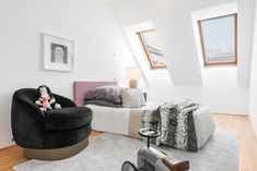 Wohnen auf höchstem Niveau - Extravagante Penthouses mit Traumaussicht im Herzen Wiens Bean Bag Chair, Furniture, Home Decor, Objects, Homes, Decoration Home, Room Decor, Beanbag Chair, Home Furnishings