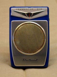 Fleetwood Vintage Shirt Pocket Transistor Radio Radios Retro, Love Radio, Pocket Radio, Receptor, Vintage Appliances, Antique Radio, Transistor Radio, New Shows, Listening To Music