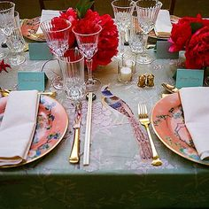 The stunning tabletop decor by at the Met Gala. China Dinnerware, Vintage China, Tablescapes, Table Settings, Table Decorations, Dining, Furniture, Home Decor, Bella