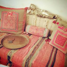 ⋴⍕ Boho Decor Bliss ⍕⋼ bright gypsy color & hippie bohemian mixed pattern home decorating ideas - lounge Bohemian Interior, Bohemian Decor, Bohemian Style, Hippie Chic, Haute Hippie, Boho Chic, Ethnic Decor, Hippie Life, Interior Flat