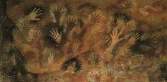 ''La cueva de las manos'', caverna delle mani, è stata scoperta in Patagonia, Argentina. Si pensa che la pittura sia stata realizzata spruzzando il pigmento colorato sulla mano. Gli inchiostri sono di origine minerale, l'età delle pitture rupestri è stata calcolata dai resti degli strumenti (ricavati da ossa) usati per spruzzare la vernice sulla roccia. E' databile tra il 9500 e i 13000 anni fa.
