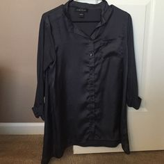 Women's August Silk flowy blouse top Flowy shirt goes well with skinny jeans or leggings. Front is silk material, buttons all the way down. Arms and back are a soft, stretchy cotton material. Great top, looks very chic! In mint condition. august silk Tops Blouses