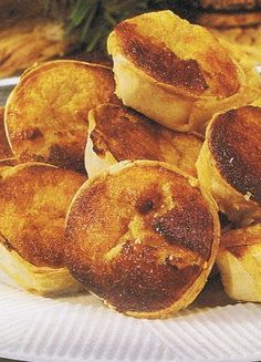 Sweet Recipes, Snack Recipes, Snacks, Portuguese Recipes, Mini Desserts, Food Inspiration, Chocolate, Delish, Food And Drink