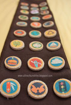 Tutorial for making Russell the Wilderness Explorer badges - could make any kind you want for SWAPS
