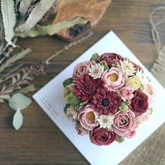 9월 마지막주🍁디스토리케이크 #flowercake #september #cake #instacake #dessert #beanpaste #buttercream #wiltoncake #떡 #떡케이크 #생신케이크 #앙금플라워 #앙금떡케이크 #앙금케이크 #꽃케이크 #플라워케이크 #취미 #달달해 #케이크 #cakedesign #birthdaycake #꽃 #flowers #autumn